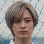 Tojo is played by Shiono Akihisa (塩野瑛久).