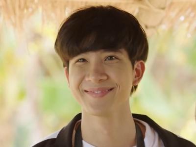 Longtae is played by the actor Aye Sarunchana Apisamaimongkol (สรัลชนา อภิสมัยมงคล).