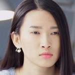 Jin Lu Lu is played by Lou Qing (�清).