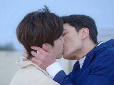 Shi Lei and Yu Zhen kiss during the happy ending in Beloved in House.