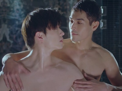 Yu Zhen fantasizes about Shi Lei and Yi Zi Tong hooking up shirtless in the shower.
