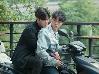 Lin Xun saved Jun Cheng from a hoard of gangsters.