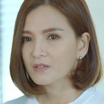Prab's mother is portrayed by the actress Candy Rakkaen (�คนดี้ รา���่น).