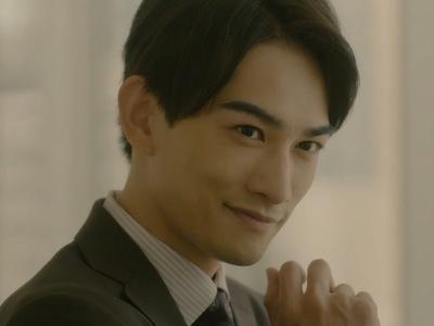 Kurosawa is portrayed by the actor Keita Machida (町田啓太).