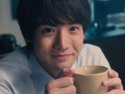 Kurosawa fantasizes Adachi holding a cup.