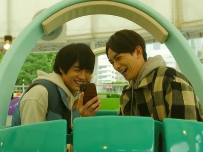 Kurosawa and Adachi enjoy an amusement park ride together in Episode 10.