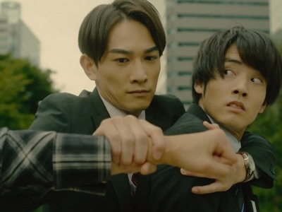 Kurosawa comes to Adachi's rescue when he gets into a public fight.