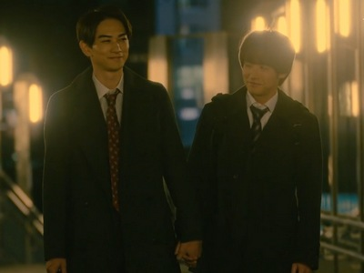 Kurosawa and Adachi hold hands in the middle of the night.