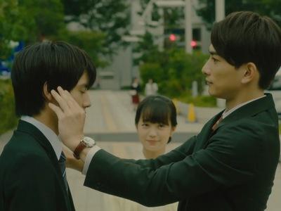 Fujisaki looks on as Kurosawa takes care of Adachi after the brawl.