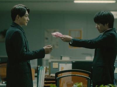 Kurosawa and Adachi give each other chocolates on Valentine's Day.