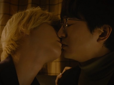 Tsuge and Minato kiss for the first time.