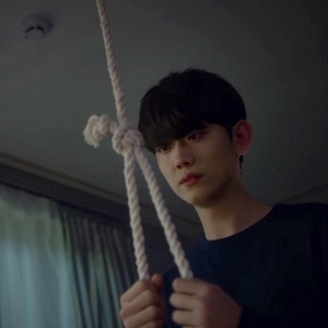 Instead of trying to kidnap Yoo Han for himself, Yeon Woo decides to commit suicide instead.