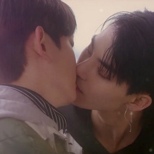 Yeon Woo and Yoo Han kiss for the first and only time in Color Rush.