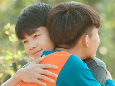 Nabdao and Keptawan give each other a hug in their farewell.