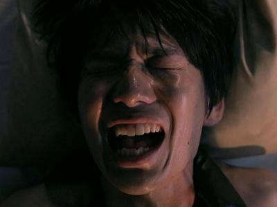 Katsuragi screams in agony as Yoda tortures him.