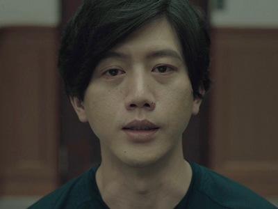 Jian-yi is portrayed by the Taiwanese actor Morning Mo (莫�儀).