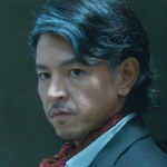 Shu Yi's dad is played by Yoza Eriku (与座��久).