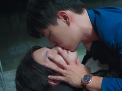You may not be comfortable watching Shi De's drunken behaviour around Shu Yi.