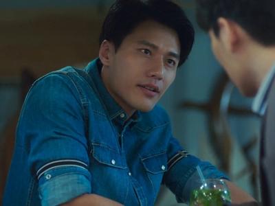 Shou Yi quit his job as a doctor to run a restaurant.