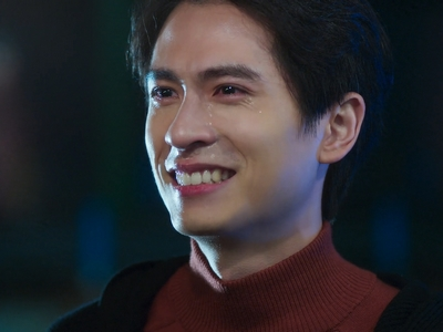 Zhen Xuan cries as he accepts that a relationship with Shou Yi will be impossible.