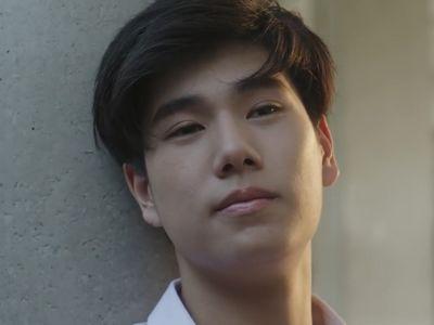 Pi is played by the actor Phuwin Tangsakyuen (ภูวินทร์ ตั้งศั�ดิ์ยืน).
