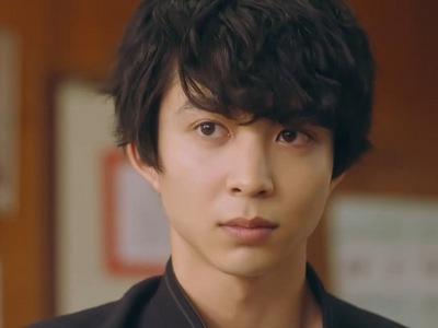 Uenoyama is portrayed by the Japanese actor Jin Suzuki (鈴木�).