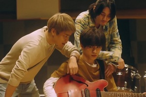 Mafuyu is more distant with his band in the live-action drama.