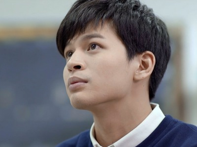 Yi Chen is portrayed by the actor Teddy Jen (任��).