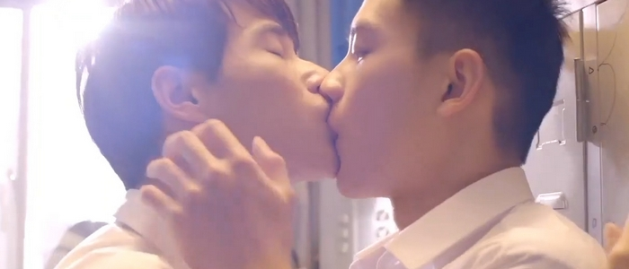 A steamy kiss between Yu Hao and Zi Xuan happened in a daydream fantasy.