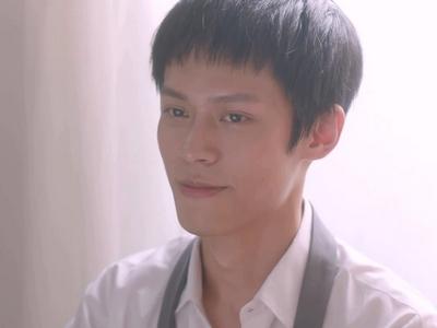Xi Gu is played by the actor Huang Chun Chih (黃雋智).
