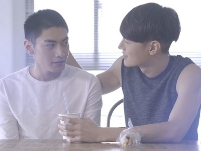 Meng Meng fantasizes about Cheng Ching and Feng He as a couple.