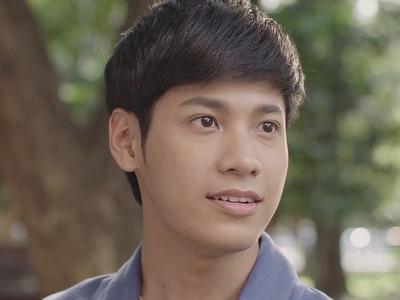 Mes is played by the actor Singto Prachaya Ruangroj (ปราช�า เรืองโรจน์).