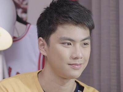 Thun is played by the actor Ohm Pawat Chittsawangdee (ภวัต จิตต์สว่างดี).