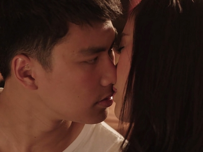 Thun realizes he doesn't like girls after kissing Praifah.