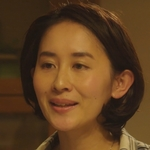 Chika's mom is played by the actress Kawai Aoba (河井�葉).