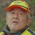 Ogata is played by the actor Suzuki Keiichi (鈴木慶一).
