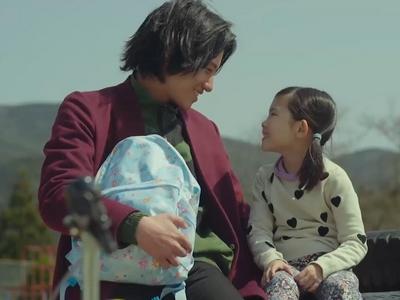 Nagisa is a single dad fighting for custody of his daughter Sora.