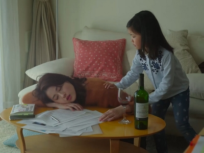 Rena gets drunk while taking care of her daughter Sora.