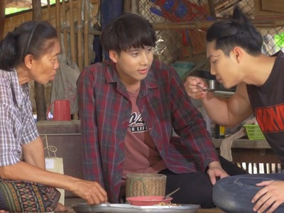 Than becomes close with Din and his grandmother.