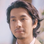 Hoon is played by the actor Nat Kitcharit (ณั��์ �ิจจริต).
