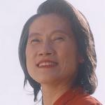 Teh's mom is played by the actress Na Kanchana Pakviwat (�า�จนา ภาควิวรรธ).