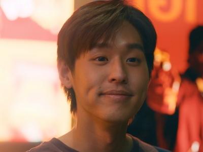 Teh is played by the actor Billkin Putthipong Assaratanakul (พุฒิพงศ์ อัสสรัตน�ุล).