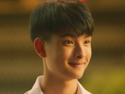 Bas is played by the actor Khunpol Pongpol Panyamit (ปองพล ปั��ามิตร).