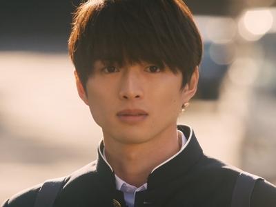 Akira is played by thea ctor Shirasu Jin (白洲迅).
