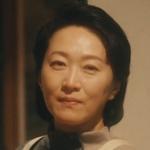 Akira's mom is played by the actress Osada Nao (長田奈麻).
