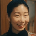 Akira's sister Hitomi is played by Doi Shiori (土居志央梨).