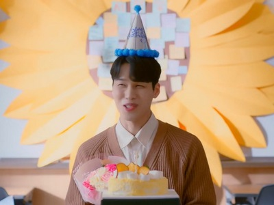 The student throws a birthday party for Mr. Seo in the final episode.