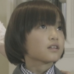 The child version of Izumi is played by the actor Yura Sasaki (笹木�良).