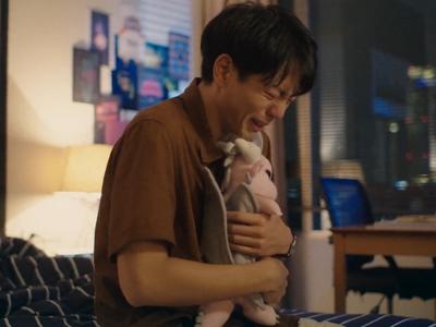 Gene cries while hugging Nubsib's doll.