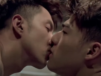 Xiao Chi and Dong share a kiss in Episode 7 of Mermaid Sauna.